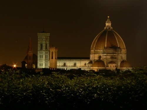 ...and il Duomo in Florence, under construction, at night. Not a postcard shot but worthy of my wonderful memories nevertheless.